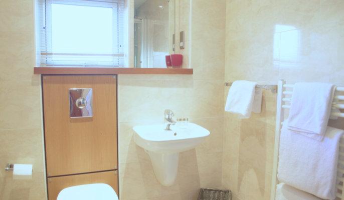 Holyrood Serviced Apartments Edinburgh Bathroom